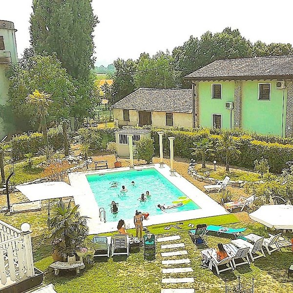 Amazing studio with shared pool, holiday rental in Gragnanino