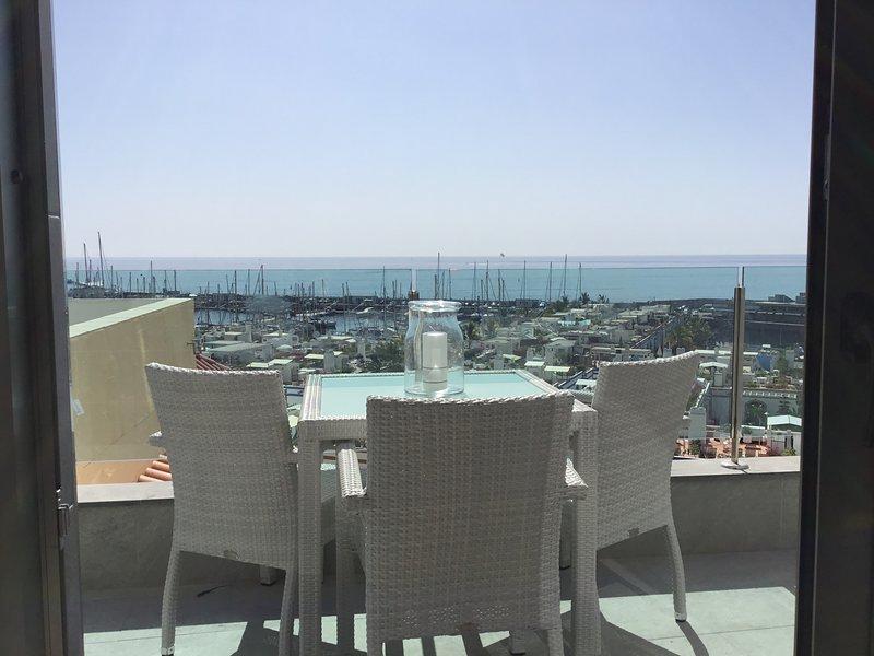 Apto. D  'Espectaculares vistas al mar y a la marina del Puerto de Mogán', alquiler de vacaciones en Puerto de Mogán