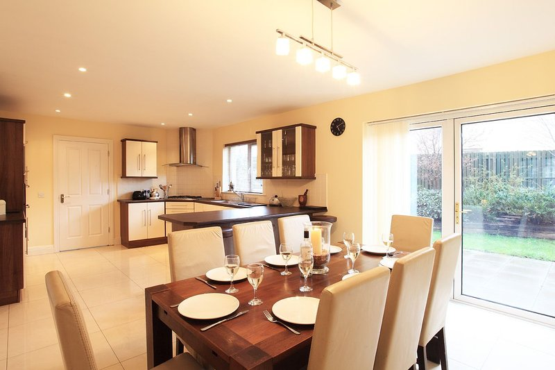 82400 - Ardmulen 4 Bed ( Walnut ) Close to Kenmare Town Centre, holiday rental in Templenoe