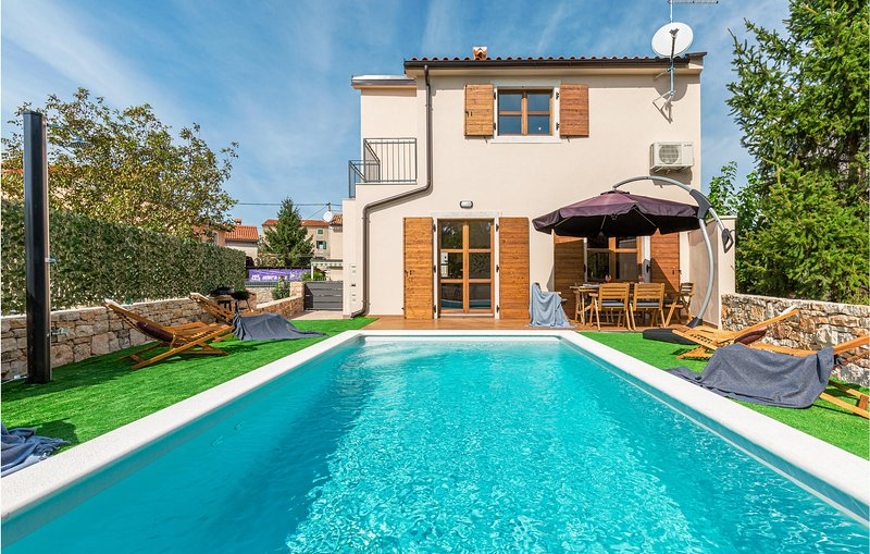 Nice home in Bale with Outdoor swimming pool and 4 Bedrooms (CIV477), vacation rental in Bale