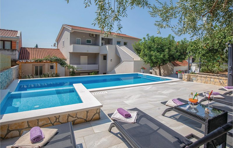 Amazing home in Blace with WiFi and 2 Bedrooms (CDR239), casa vacanza a Opuzen