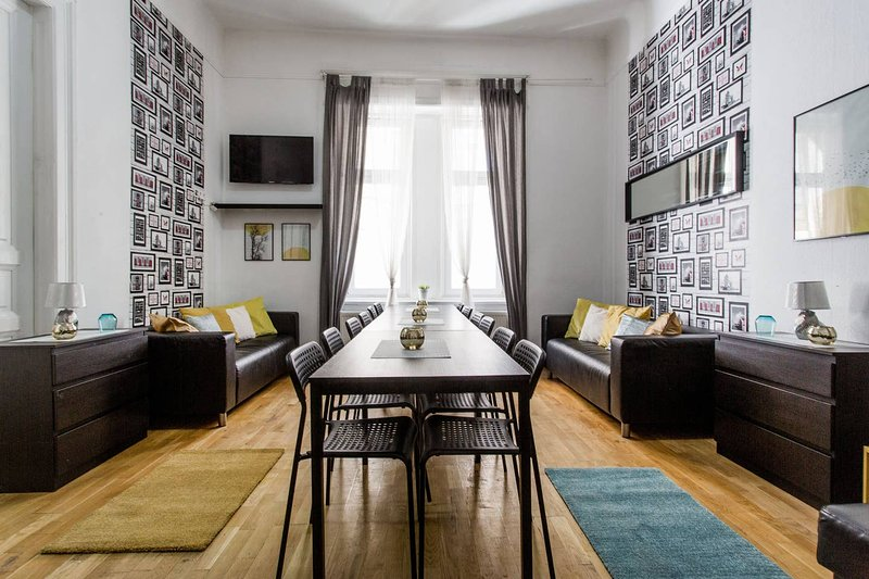 5ROOM-16BED-3BATH STAG❤️HEN ⭐FREE-BEER ☕FREE-BREAKFAST, vacation rental in Budapest