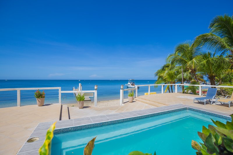 Villa Del Playa #2, holiday rental in West End