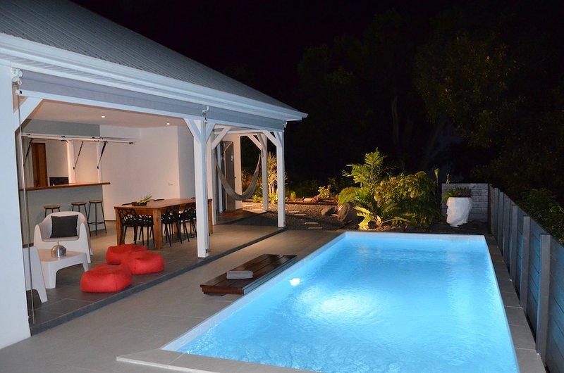 VILLA COCO CANNELLE 4 CHAMBRES, PISCINE PRIVEE, PROCHE DESHAIES ET PLAGES, aluguéis de temporada em Basse-Terre Island
