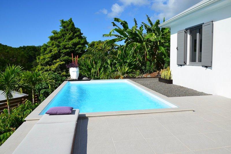 VILLA COCO CANNELLE 3 CHAMBRES, PISCINE PRIVEE PROCHE VILLAGE DESHAIES ET PLAGES, aluguéis de temporada em Basse-Terre Island