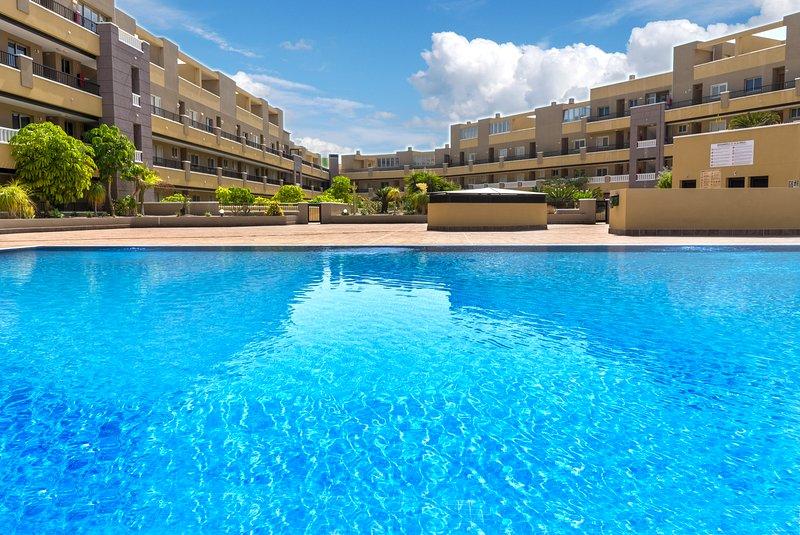 La Perla Sea View Beach Apartment & Pool, vacation rental in El Medano