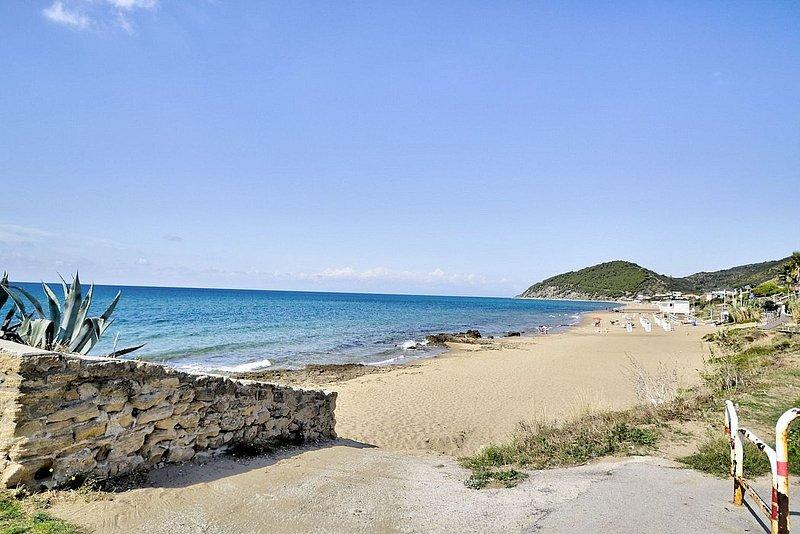 Camella Villa Sleeps 6 with Air Con and WiFi - 5228721, holiday rental in Santa Maria di Castellabate