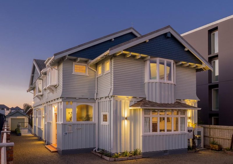 Central City Large House/Small Hotel The Eco Villa, vacation rental in Christchurch