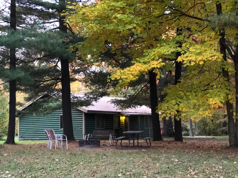 Kishauwau Cabins near Starved Rock Utica IL Illini, vacation rental in Utica