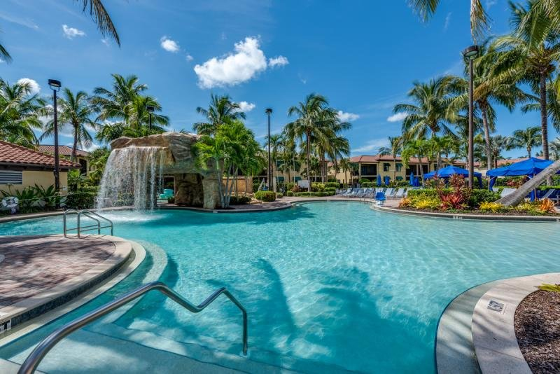 Access to several resort swimming pools, hot tubs, lazy river, poolside loungers and umbrellas