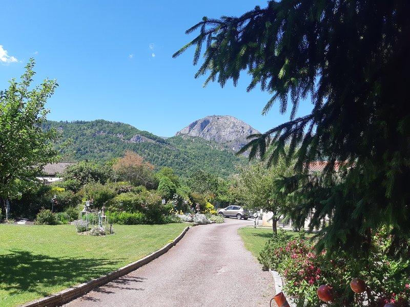 Gîte lotus 2 pers à Tarascon sur Ariège, holiday rental in Surba