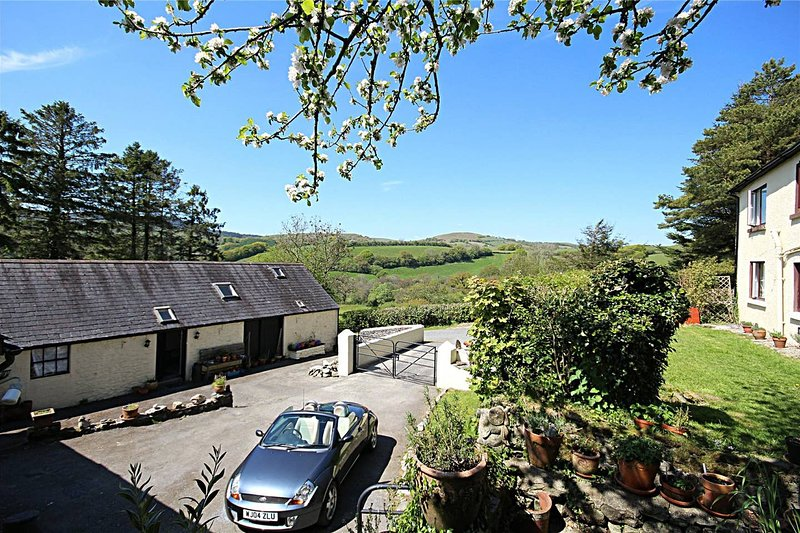 The Old Milking Parlour - Double or Twin Bedded Room, casa vacanza a Llangadog
