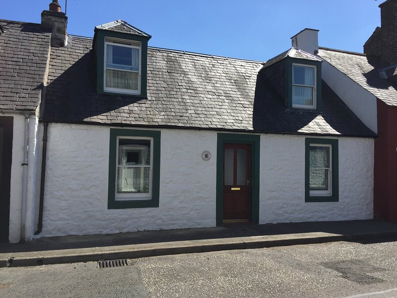 Traditional 18th Century Stone Built Scottish Cottage Close To High Street, vacation rental in Eskdalemuir