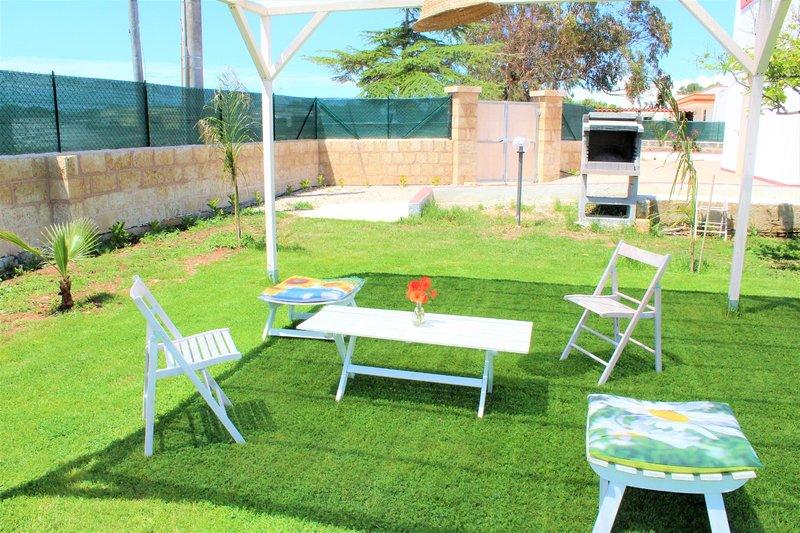 Big house near the beach & garden, casa vacanza a Fontanelle