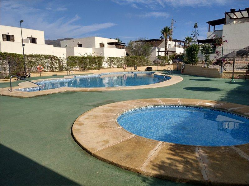 Casa Bienvenido, con aire acondicionado y piscina, casa vacanza a Los Escullos