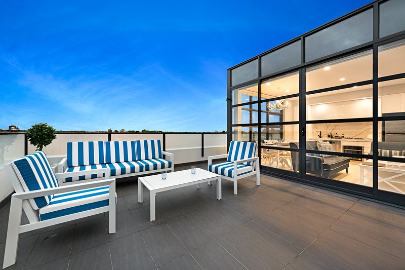 NEW! Luxury St Kilda 1 Bed Premier Apartment – semesterbostad i St Kilda East