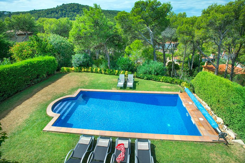 Tamariu Villa Sleeps 6 with Pool and WiFi - 5604545, Ferienwohnung in Tamariu