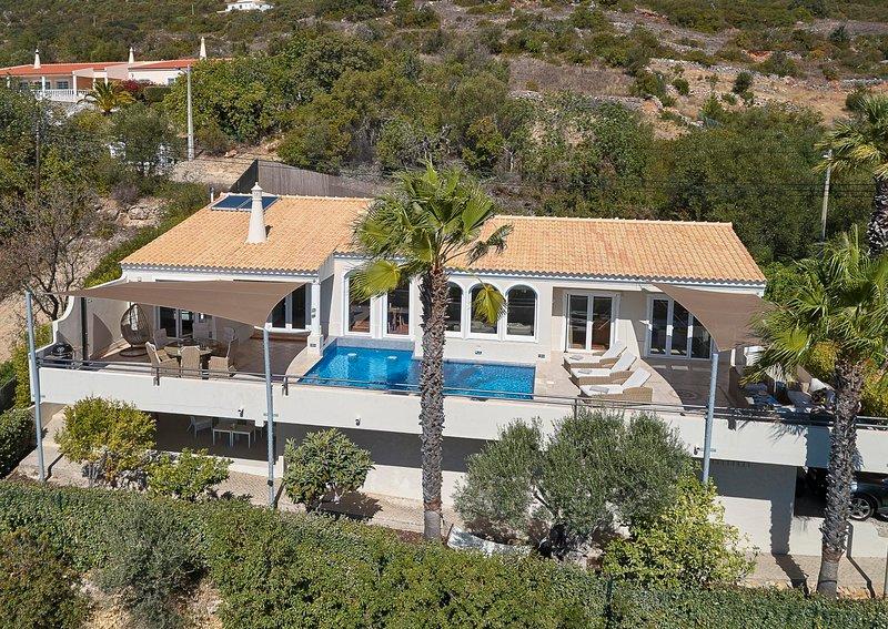Calicos Villa Sleeps 6 with Pool Air Con and WiFi - 5681621, casa vacanza a Santa Barbara de Nexe