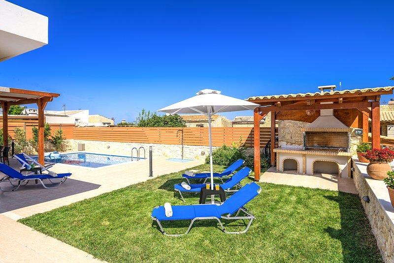 Maria's Villa I, Comfort & Style!, alquiler de vacaciones en Pikris