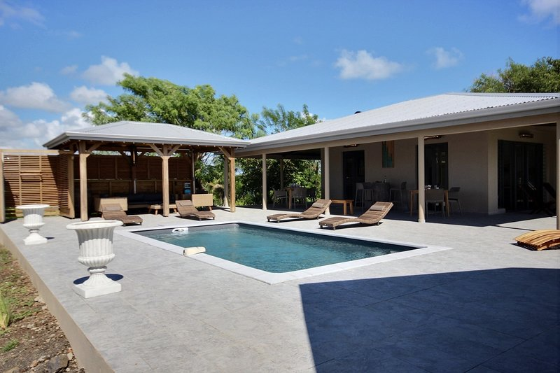 Villa Latitudde 14.54, grande piscine et vue mer sur spot de kitesurf, holiday rental in Le Vauclin
