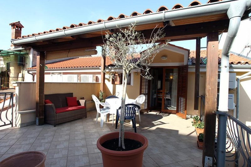Nice apt near the beach & terrace, vacation rental in Izola