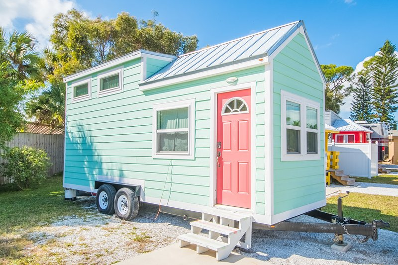 Tiny House - Flamingo, vacation rental in Gulf Gate Branch
