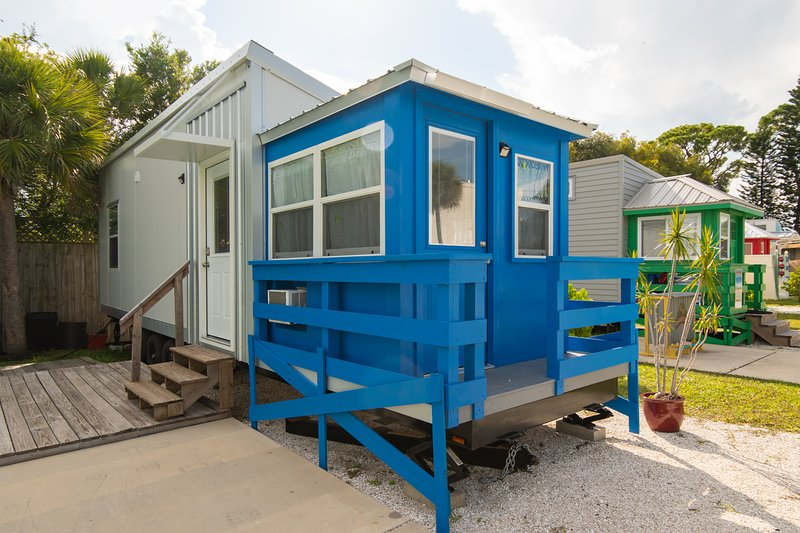 Tiny House - Blue Lifeguard Stand, vacation rental in Gulf Gate Branch