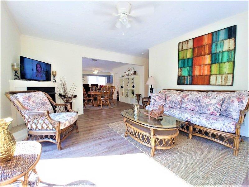 Flooring,Indoors,Room,Living Room,Building
