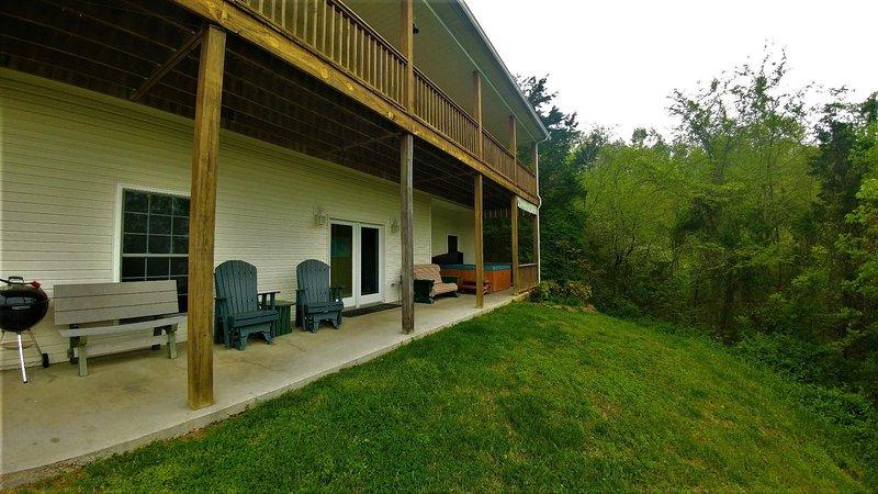 Grass,Bench,Furniture,Patio,Porch