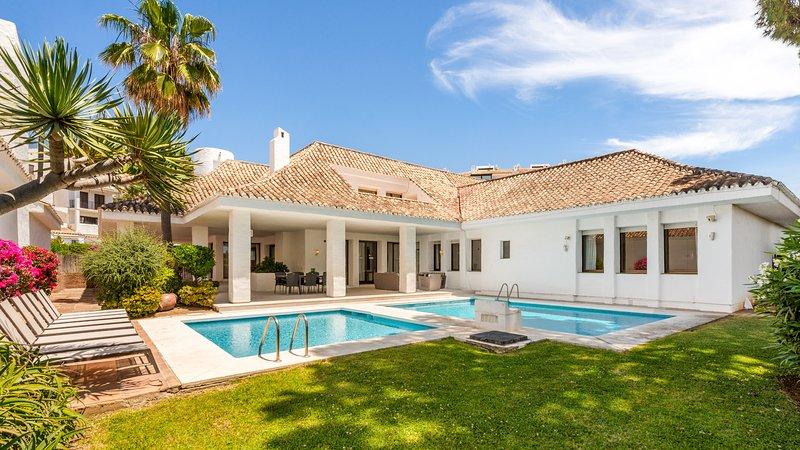 A Beautiful Villa Coral in Puerto Banus for Short Term Rent (4) ✔, vacation rental in Marbella