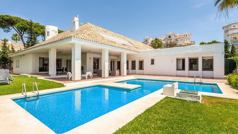 Great  6 Bedrooms Villa Granate in Puerto Banus (16) ✔, vacation rental in Marbella