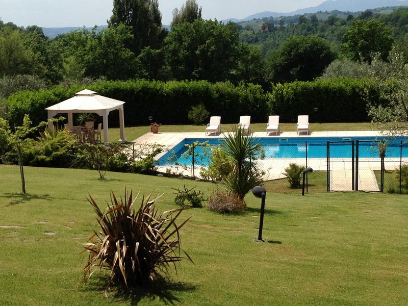 Amazing villa with swimming-pool, vacation rental in Casperia