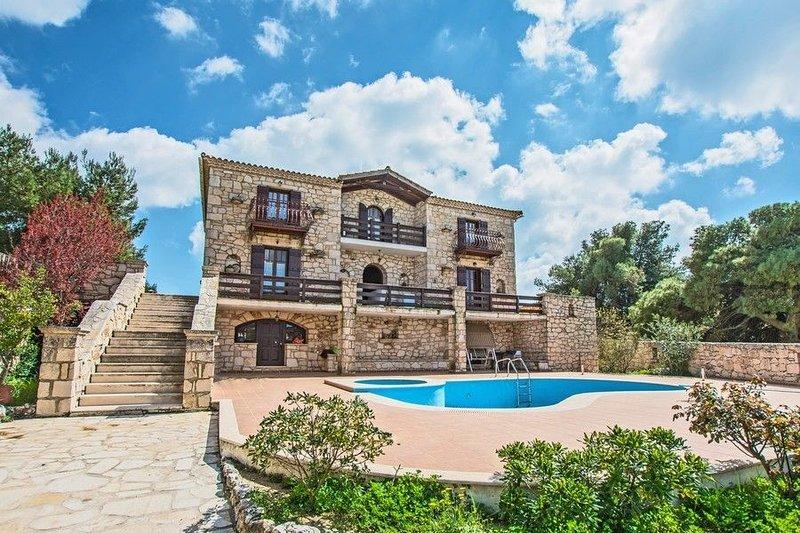 4 Bedroom Villa Vivian, Agios Nikolaos , Zakynthos, holiday rental in Lagopodo