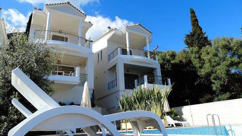 2 Bedroom Villa Maria, Perigiali, Nydri Lefkas, vacation rental in Perigiali