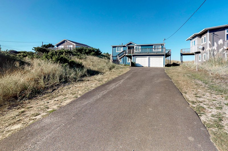 Beautiful, dog-friendly, oceanfront home w/ a gorgeous view, vacation rental in Pacific City