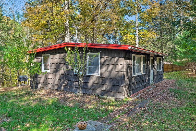 Catskill Mtn Home w/Deck, 1.2Mi to Zoom Flume, location de vacances à Preston Hollow
