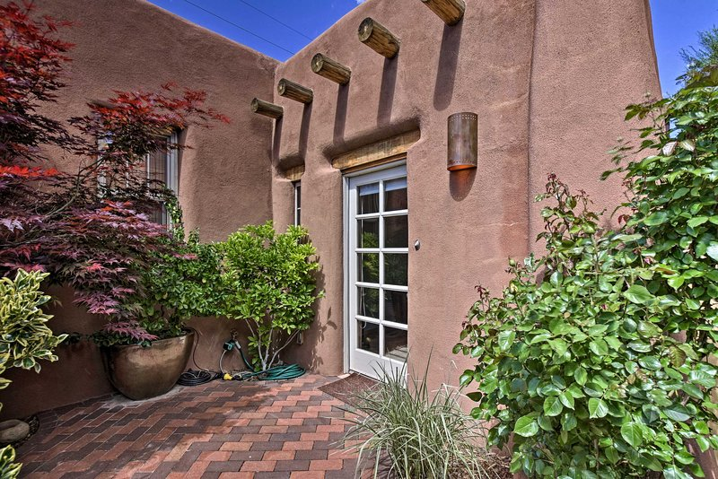 Spacious Railyard Bungalow w/ Private Patios!, holiday rental in Agua Fria