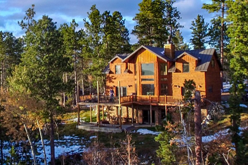 Luxury Cabin in the Black Hills of South Dakota, Terry Peak, Deadwood, Skiing,, holiday rental in Lead