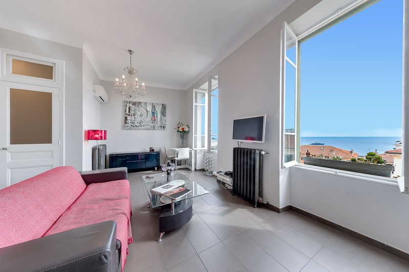 CLINICALLY SANITISED! 5 MINS WALK HEART OF  MONTE CARLO! SEAVIEW! WIFI!, holiday rental in Monaco