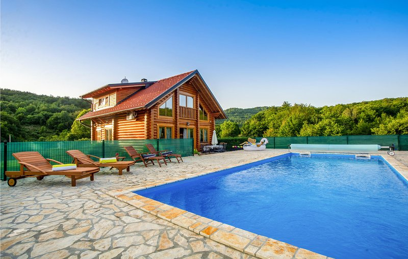 Beautiful home in Prokike with Outdoor swimming pool, Sauna and 3 Bedrooms (CCL0, holiday rental in Lokva