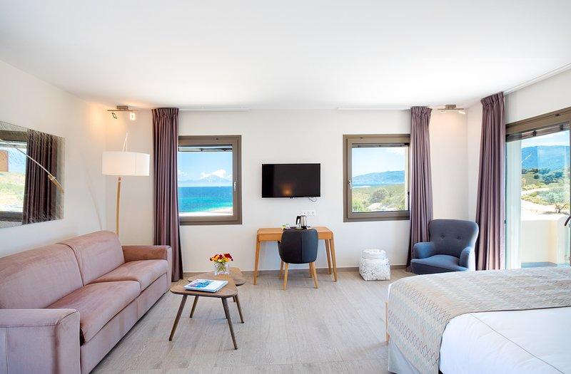 Diaporos Villa Sleeps 8 with Pool and Air Con - 5747963, vacation rental in Ormos Panagias