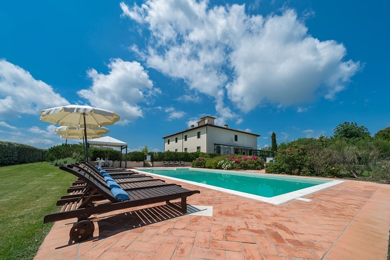Fattoria la Marsiliana Villa Sleeps 18 with Pool and Air Con - 5490588, vacation rental in Castroncello