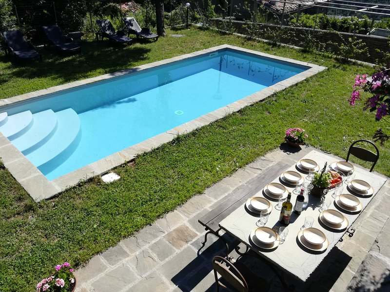 Manor with private pool, fenced garden and panoramic views, holiday rental in San Romano in Garfagnana