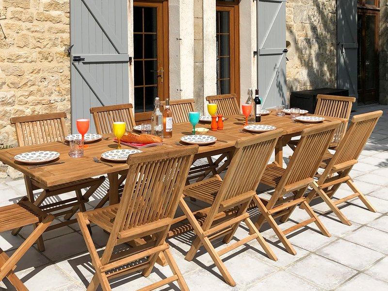Lorigne Villa Sleeps 10 with Pool - 5817638, vacation rental in Limalonges