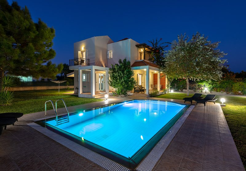 Afrodite Classico Villa, holiday rental in Kolympia