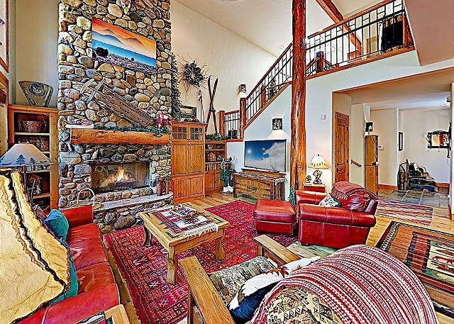 Stunning Aquila Lodges at Sunriver Retreat w/ Private Hot Tub, holiday rental in Central Oregon