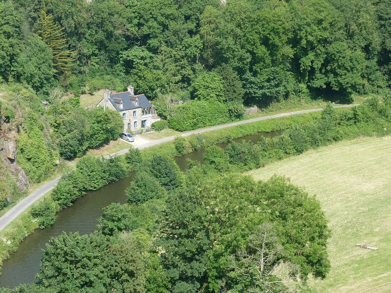 Kingfisher Cottage, holiday rental in Lanvallay