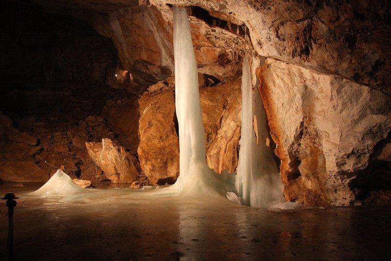 Nossas atividades esportivas: Visitando a caverna de gelo