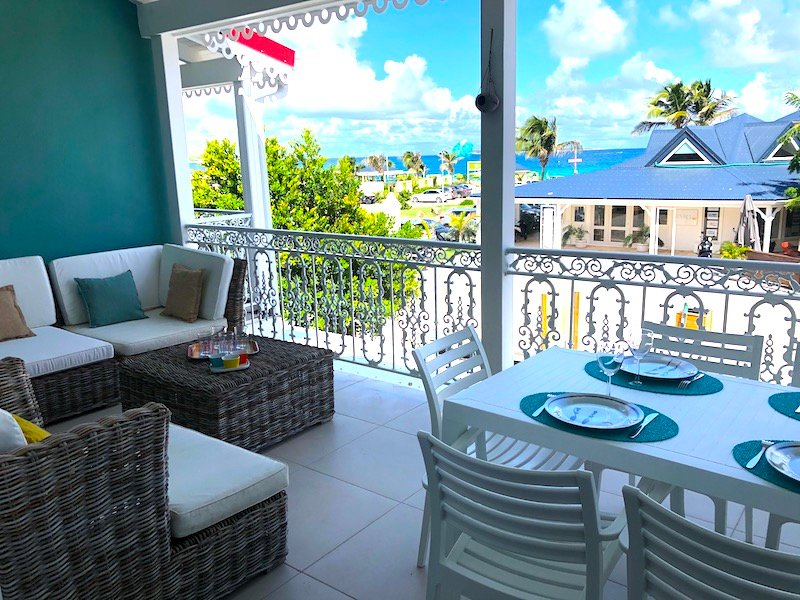 AMERINDIEN BLUE... Charming, affordable refurbished 2BR condo in the heart of Or, holiday rental in Orient Bay