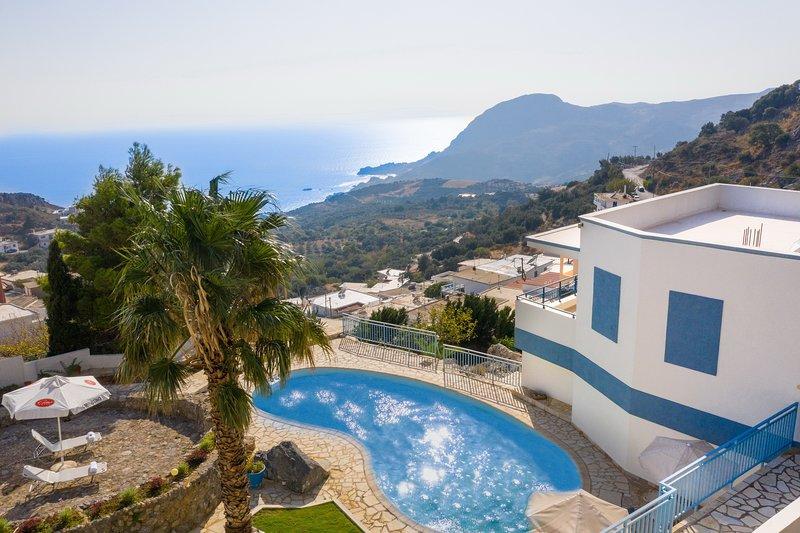 Spacious villa,Splendid sea view,Private pool,South Crete, location de vacances à Rodakino